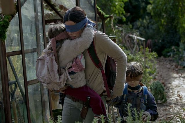 bird box photo sandra bullock enfants boy and girl