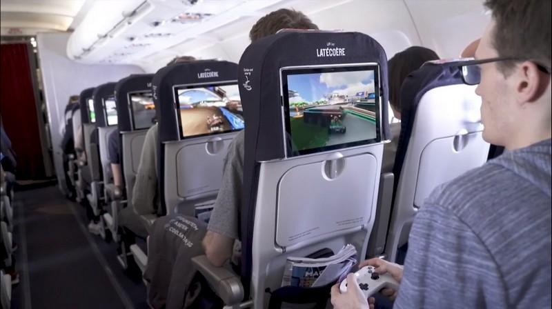 https://images.jeugeek.com/uploads/images-content/jeu-dans-avion-entre-joueurs-lifi.jpg