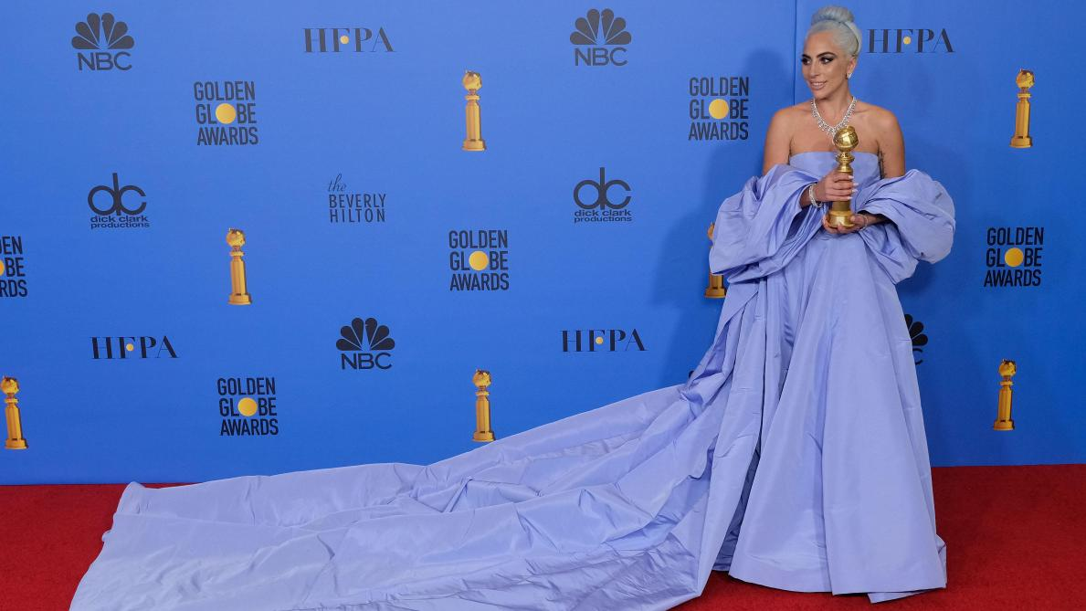 lady gaga robe bleue golden globe